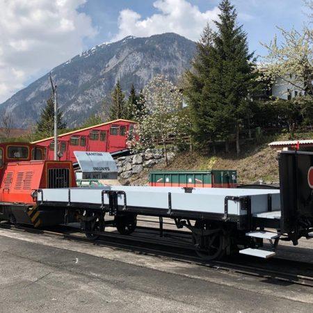 Einer der beiden offenen Güterwagen (1926) frisch restauriert 2017 (Foto: Slupetzky, 2019)